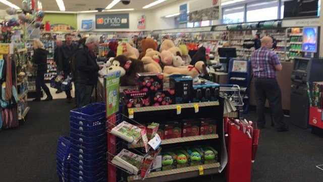 wdrb for some shoppers the christmas rush didnt stop on christmas day - Stores Open On Christmas 2014